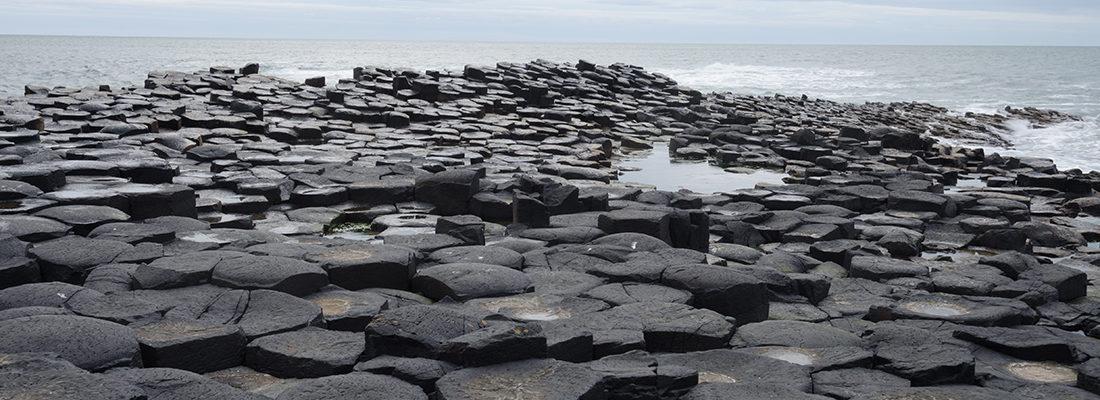 La Calzada del Gigante. Contiene unas 40000 columnas de basalto.
