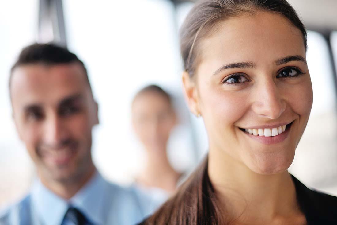 mujer sonriendo 1